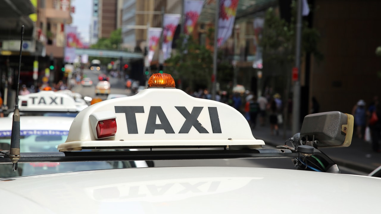 5 Reasons You Should Use Online Apps for Taxi Bookings